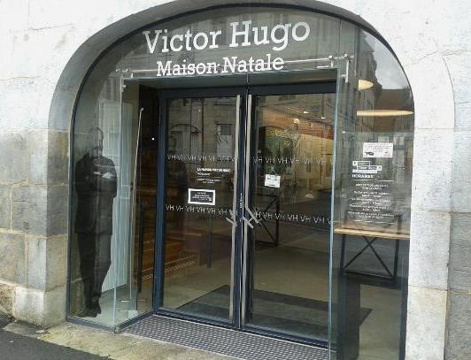Où vivait Victor Hugo ?
